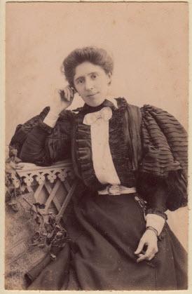 برند لانوین-جین لانوین در سال 1900 میلادی