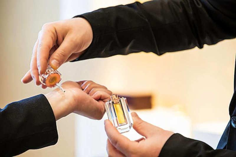 بهترین روش عطر زدن