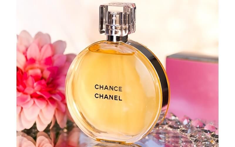 عطر زنانه برای متولدین آذر - Chanel chance