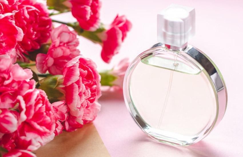بالا بردن پخش بوی عطر - عطر را در هوا اسپری کنید