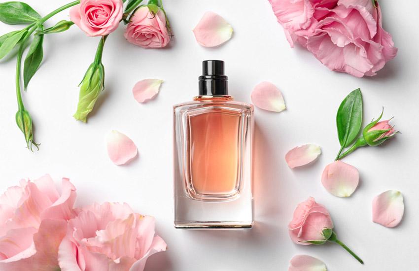 راهنمای تشدید بوی عطر- روی پوستتان عطر بزنید یا لباستان