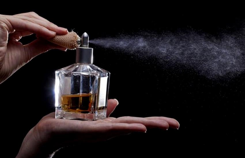 بیانات علمای دینی درباره ی سوال آیا عطر روزه را باطل می کند؟