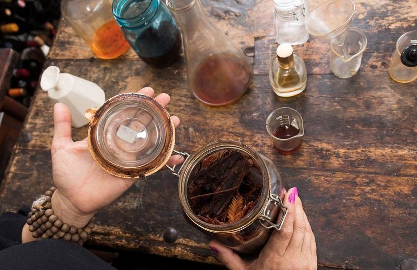 چگونه یک عطر دست ساز درست کنیم